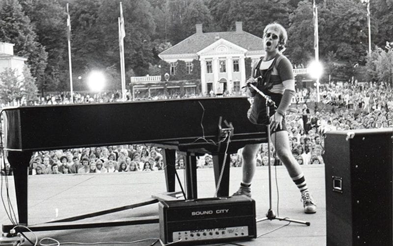 Elton John on stage in 1971