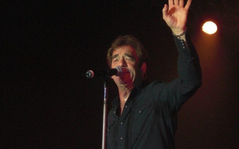 Huey Lewis performing in Nashville in 2008