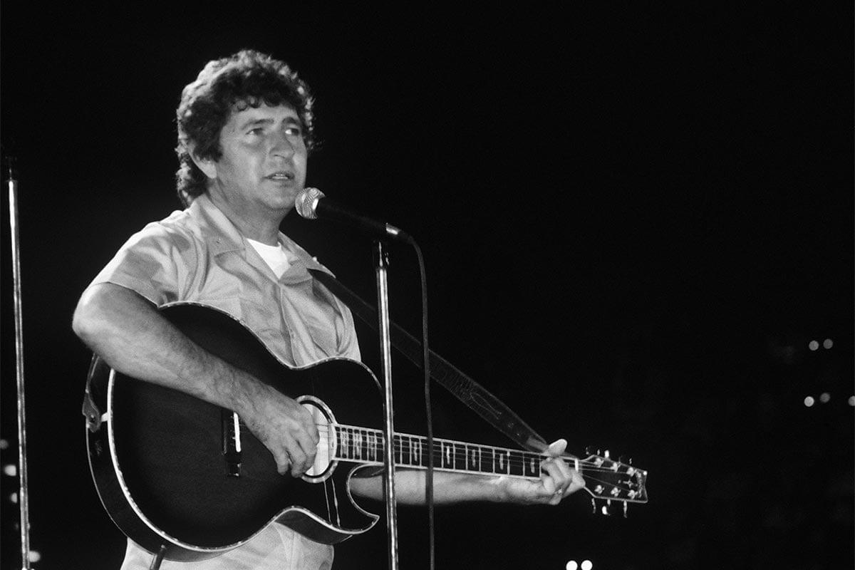 Mac Davis in 1986